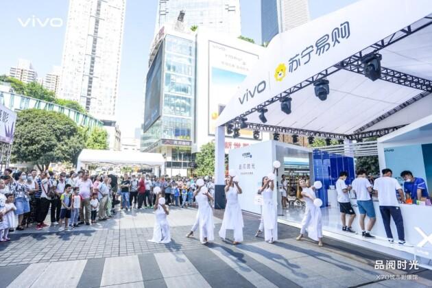 vivo X70系列首销路演亮相重庆观音桥 多重福利引抢购