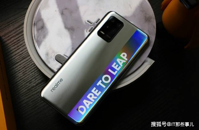 价格1500元左右 8+256G存储组合 这两款手机值得入手